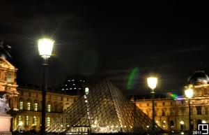 Pyramide at night